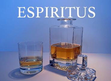 Spiritueux rhum whisky gin le nez dans le verre caviste en ligne